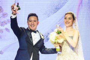 Giang Hồng Ngọc và chồng hát 'Tình đời' ở hôn lễ
