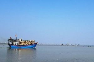 Cứu nạn thành công 7 ngư dân bị chìm tàu trên biển
