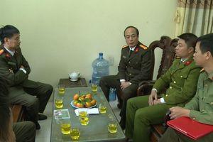 Thiếu tá công an Thái Bình bị đối tượng HIV chống trả, dùng dao lam rạch tay