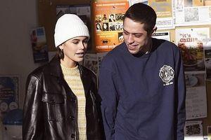 Con gái Cindy Crawford nắm tay hẹn hò bồ cũ của Ariana Grande trên phố