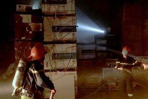 'Bà hỏa' thiêu rụi kho hàng chứa gạch của công ty vận tải