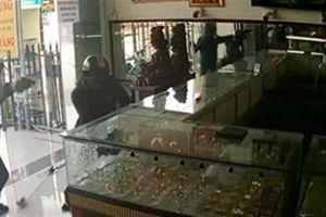 Cướp nổ súng cướp tiệm vàng Sài Gòn: Nơi bán công cụ