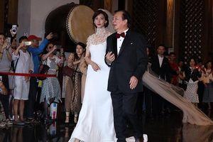 Lâm Chí Linh diện váy cưới lộng lẫy, được cha hộ tống đến hôn lễ