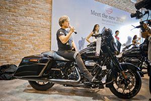 Hai khách hàng Hà Nội 'đập hộp' Mortor Harley Davidson giá hơn 1 tỷ đồng