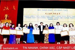 Vinh danh 2 nữ giáo viên mầm non Hà Tĩnh dạy trẻ em dân tộc