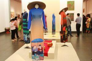 Nét đẹp văn hóa miền núi trong triển lãm của họa sĩ dân tộc Tày