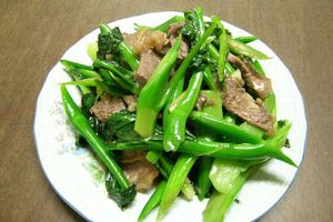 Hướng dẫn làm món thịt bò xào ngồng cải