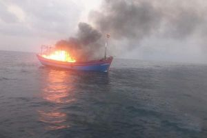 Cháy tàu cá trên biển, 7 thuyền viên may mắn được cứu