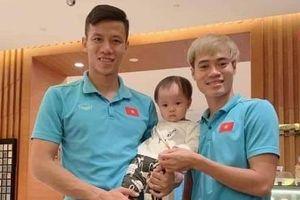 Văn Toàn bị fan giục cưới khi nói muốn có con cho bằng anh em