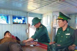 BĐBP Quảng Trị: Cứu 7 ngư dân trên tàu cá bị hỏa hoạn