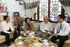 Ông Võ Văn Thưởng thăm, chúc mừng Giáo sư Trần Hồng Quân
