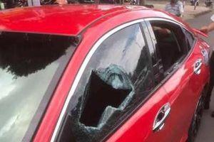 Khởi tố nhà sư 'múa gậy' đập phá xe ô tô người đi đường