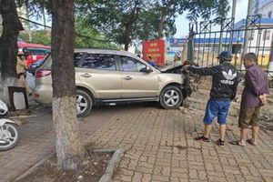 Xe ô tô tông hàng loạt người bị thương ở Hải Phòng