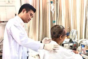 Nối lại da đầu và da mặt cho nữ công nhân Hà Nội