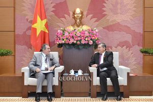 Chủ nhiệm Ủy ban Đối ngoại Nguyễn Văn giàu tiếp Đại sứ Romania tại Việt Nam