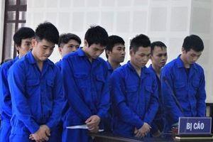 Ẩu đả sau cuộc nhậu tiễn bạn, 8 thanh niên lãnh án tù