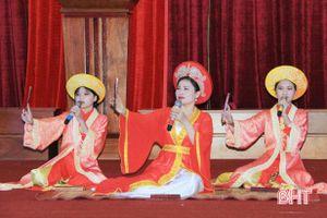 Giáo viên, học sinh ở Hà Tĩnh thi đọc thuộc truyện Kiều