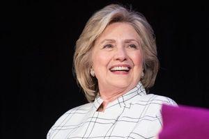 Gặp sự cố, máy bay chở bà Hillary Clinton hạ cánh khẩn cấp