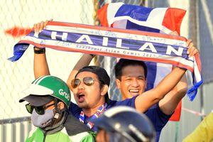 Cổ động viên Thái Lan tiến về Mỹ Đình