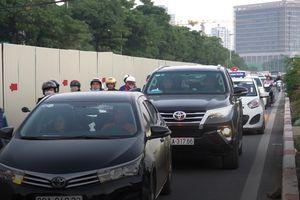 Hàng nghìn ôtô đổ về sân Mỹ Đình, đường Hà Nội kẹt cứng