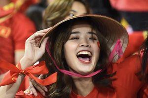 CĐV Việt Nam nhuộm đỏ khán đài sân Mỹ Đình