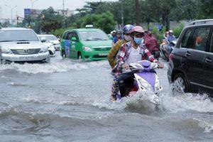 TP Hồ Chí Minh: Nâng cao đường Nguyễn Hữu Cảnh, nhà dân nguy cơ thành hầm chứa nước