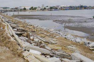 Công trình kè sông 12 tỉ đồng vừa làm xong đã tan hoang