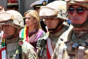 Tổng thống lâm thời của Bolivia bị dọa giết