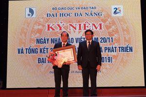 Một nhà giáo được trao tặng Huân chương Lao động hạng nhì