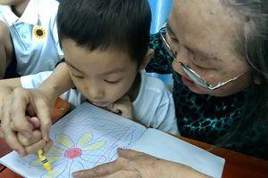 Phó Bí thư Thành ủy TPHCM thăm 'lớp học cô Phấn'