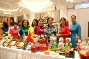 Đại sứ quán Việt Nam chung tay chia sẻ với người khó khăn tại Malaysia