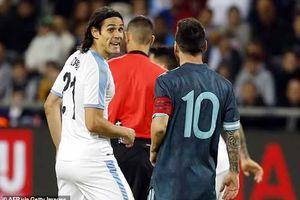 Suýt 'tẩn nhau' với Cavani, Messi đã có màn đáp trả cực gắt