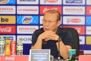 HLV Park Hang-seo lý giải hành động tranh cãi với trợ lý Thái Lan khi trận đấu kết thúc