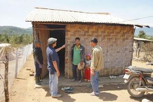 Vị nghệ sĩ nhiếp ảnh và 'đam mê' xây nhà tình thương tặng người nghèo