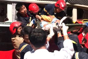 Xe khách tông xe tải đậu ven đường, 4 người nhập viện