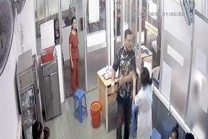 Công an làm việc với người đánh nữ điều dưỡng bệnh viện Nhi Đồng 1 gãy xương hàm