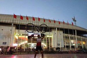 CĐV Thái Lan đạp xe 1.400km đến Việt Nam cổ vũ cho 'Voi chiến'