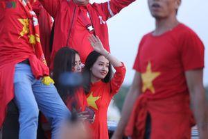 Những bóng hồng xinh đẹp sẵn sàng tiếp lửa ĐT Việt Nam đấu Thái Lan