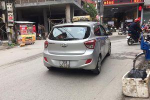 Hà Nội: Quãng đường chỉ 17km nhưng tài xế đi lòng vòng lên 30km rồi 'chặt chém' du khách Tây hơn 3 triệu đồng