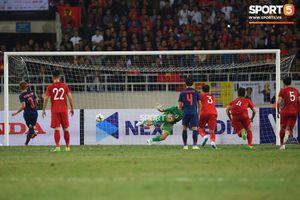 Báo thể thao hàng đầu Thái Lan thừa nhận quả phạt đền như một phần thưởng của trọng tài, khen Văn Lâm 'trông giống con bạch tuộc khổng lồ'
