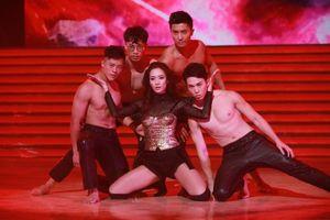 Á hậu Hong Kong nhảy sexy mừng ngày thành lập TVB