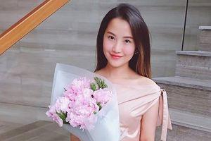 Hot girl Primmy Trương khoe được học trò tặng hoa ngày 20/11