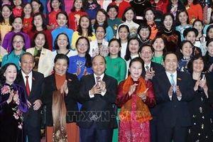 Thủ tướng Nguyễn Xuân Phúc gặp mặt các lãnh đạo và đại biểu Quốc hội nữ