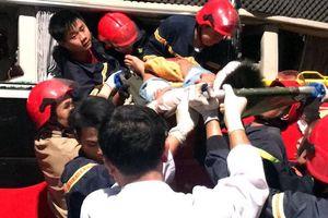 Cảnh sát PCCC giải cứu thành công 3 người bị mắc kẹt trong xe khách