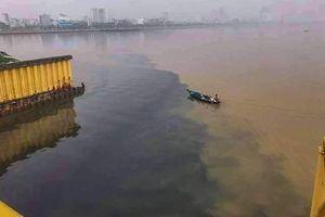 Hệ thống thu gom nước thải bị tắc nghẽn khiến nước sông Hàn có màu đen