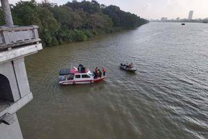 Bỏ lại xe máy trên cầu Dã Viên, nam công nhân nhảy xuống sông Hương tự tử