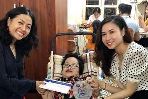 Cô gái xương thủy tinh mở cánh cửa hi vọng cho người khuyết tật