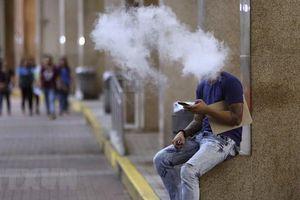 Philippines bắt giữ những người hút thuốc lá điện tử ở nơi công cộng