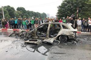 Nhân chứng kể nữ tài xế lái Mercedes đã kéo lê cô gái tử vong trước khi tông vào xe chở gas gây cháy nổ