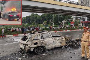 Nữ tài xế khai mới mua Mercedes GLC 250, lúc dừng đèn đỏ tâm lý không ổn định nên đâm hàng loạt xe máy